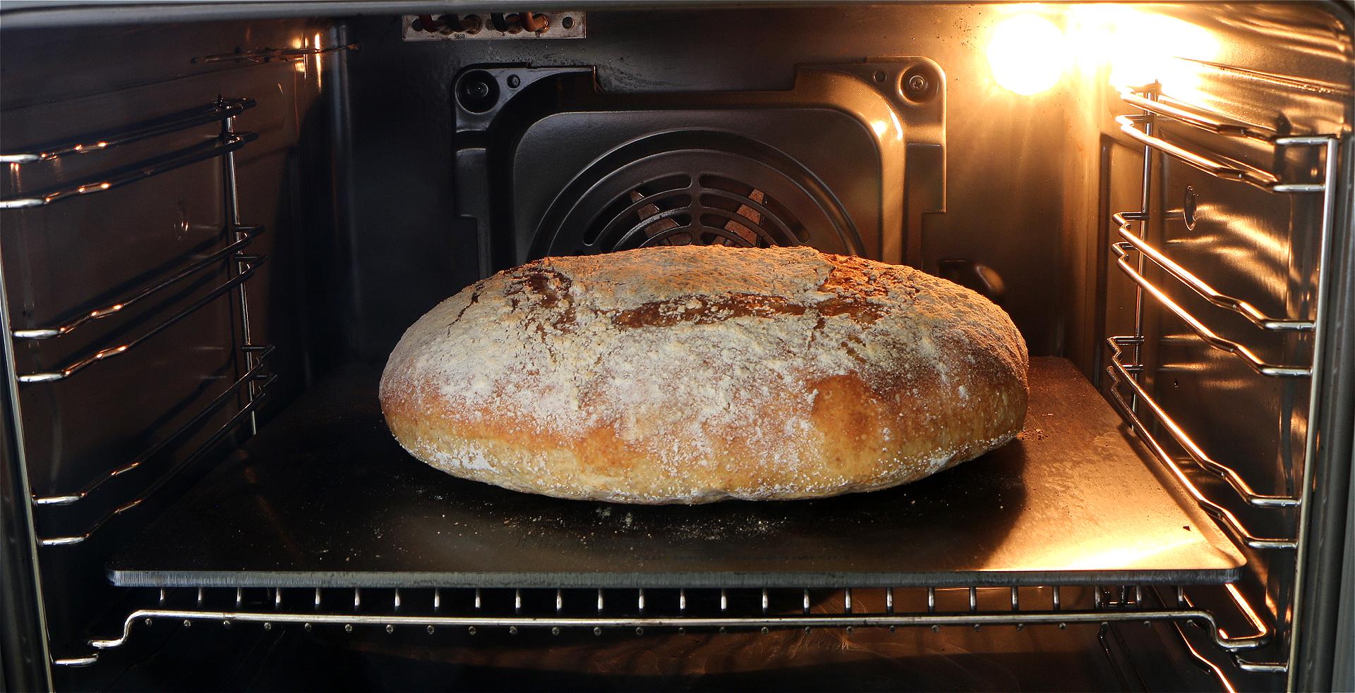 Brød på bagesten af stål